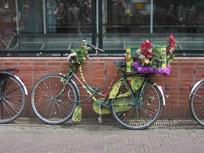 800px-Amsterdam-flowerbike